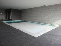 vnitření bazén s lamelovým krytím